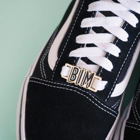 lace lock bim lettrage noir sur basket noire
