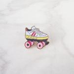 pin's émaillé en forme de roller