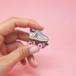 pin's drôle roller vintage