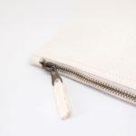 fermeture éclair metal vintage sur pochette en coton