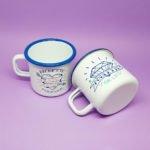 duo de mugs émaillés bichette forever et poulette for life avec rebord bleu