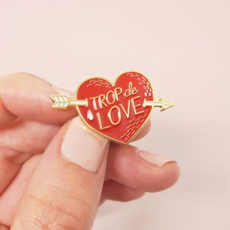 pin's trop de love illustration coeur